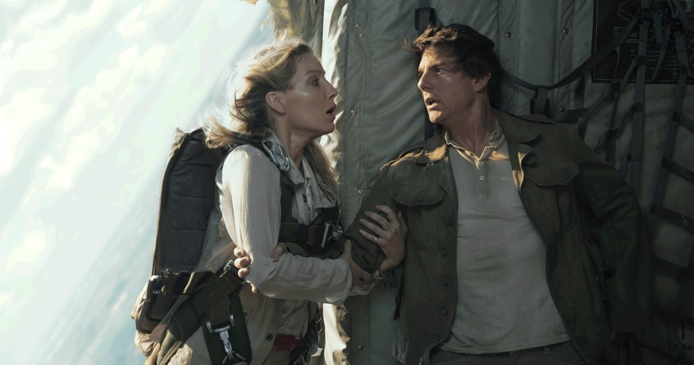 Annabelle Wallis & Tom Cruise (photo: Universal Pictures)